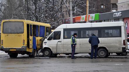 Столкнулись 2 пассажирских микроавтобуса «Volkswagen» и «БАЗ» / Фото : Михаил Криволапов с 061.ua