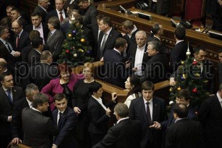 Оппозиция намерена блокировать работу парламента до полного удовлетворения ее требований