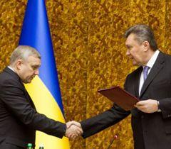 Виктор Янукович и новый глава СБУ Александр Якименко во время представления руководящему составу СБУ