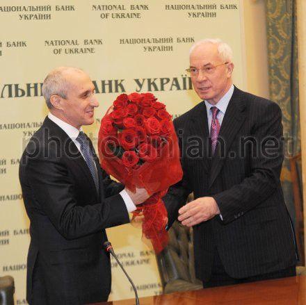 Азаров представил Соркина в НБУ