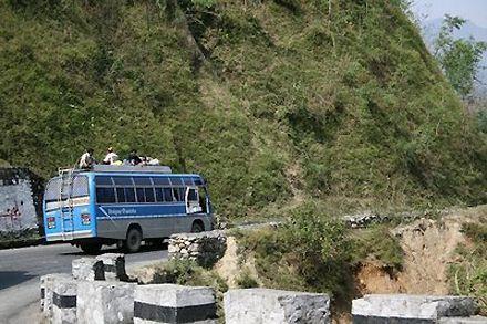Автобус упал в пропасть / Фото : manyriverstocross.blogspot.com