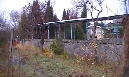 Прокуратура обещает снести незаконный забор вокруг земель детского санатория в Крыму