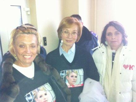 Женщины-нардепы в больнице Тимошенко / Фото: Twitter Андрея Шевченко