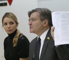 Евгения Тимошенко и Григорий Немыря на пресс-конференции в Киеве