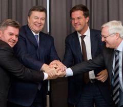 Виктор Янукович во время подписания Соглашения между Правительством Украины и компанией «Ройял Датч Шелл» в Давосе. 24 января