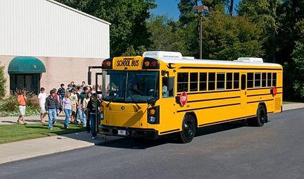 В Алабаме мужчина напал на автобус со школьниками / Фото : apploidnews.com