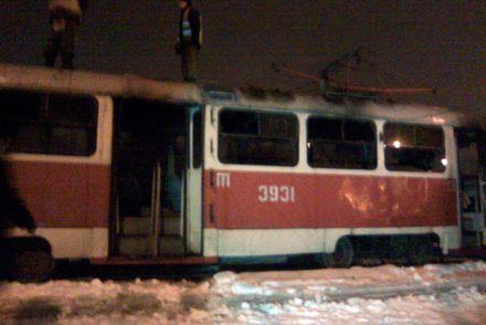 Трамвай загорелся на конечной остановке / Фото: МЧС