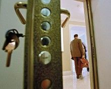 Милиция расследует факт лишения жилья ребенка-сироты / Фото: newizv.ru
