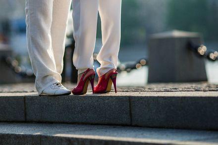 Женщина в брюках / Фото с сайта moi-kotenok.ru