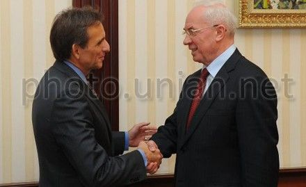Карлос Паскуаль, Николай Азаров