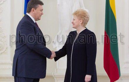 Янукович в Вильнюсе сказал, что готов к переговорам