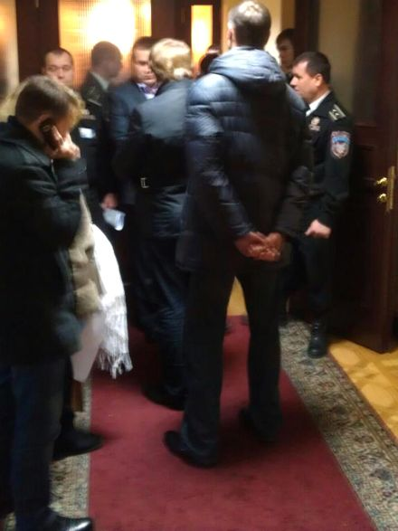 Соболєв уже прорвались во внутрь / Фото з Facebook - Єгор Соболєв