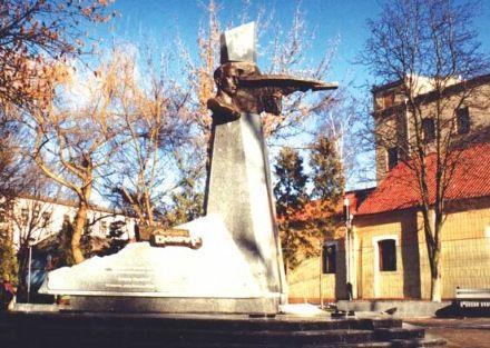 Памятник Климу Савуру в Ровно