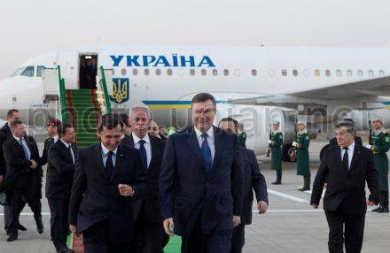 Янукович ведет переговоры в Туркменистане
