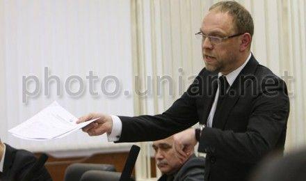 Власенко відмовився від адвокатського свідоцтва, повідомляють ЗМІ
