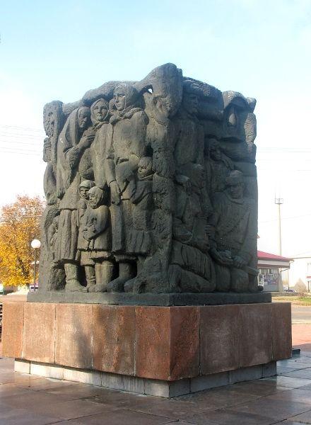 Мемориал в Корюковке / Фото : AnnaTroicka, Википедия