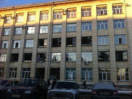 Школа, где метеоритный дождь разбил окна / Фото : aktualno.ru