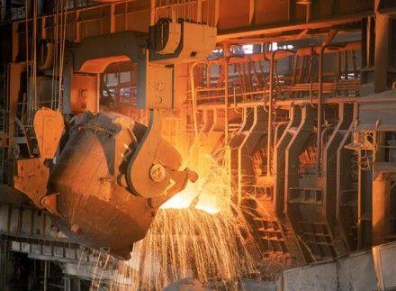 Азаров має намір переорієнтовувати металургів / Фото : centerstrom.ru