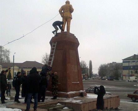 Ленина в Ахтырке больше нет / Фото: Dancor.sumy.ua