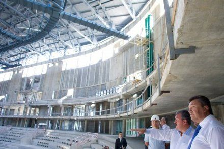 Президент Украины Виктор Янукович на строительстве Большой ледовой арены в Сочи, 11 августа 2011 г.