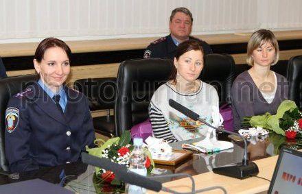 Участницы сборной команды Украины по биатлону Елена Пидгрушная, Вита и Валентина Семеренко на церемонии поздравления в Министерстве внутренних дел, 18 февраля 2013 г.