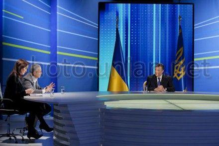 Янукович ответил на 4 наиболее типичных вопроса от граждан