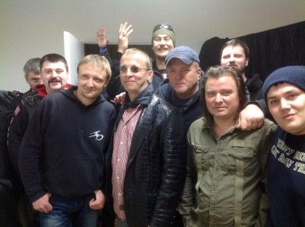 Рок-група «Брати Карамазови» з ведучим «Чартової дюжини» Іваном Охлобистіним