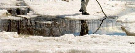 Мужчина провалился под лед