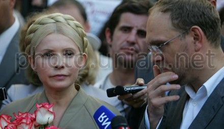 Власенко говорит, что ездит к Тимошенко дважды в неделю