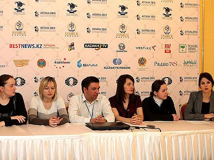 Украинки сыграли с россиянками 2:2 / Фото: astana2013.fide.com