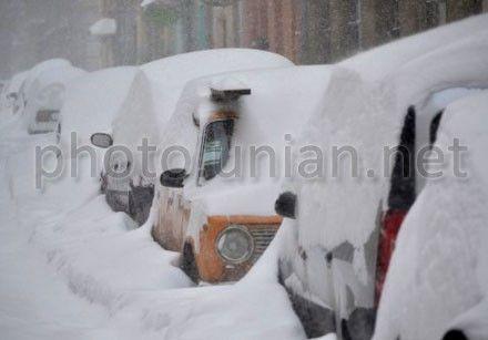 Из-за снегопада люди сидят без электричества