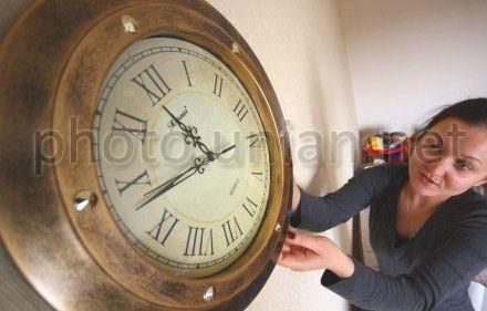 Стрелки часов переведут на час вперед