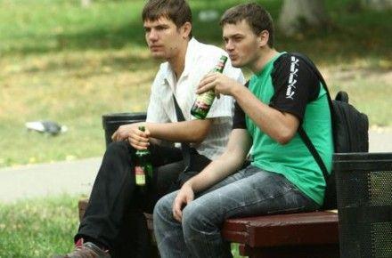 Среднестатистический украинец выпивает почти 16 литров спирта в год / Фото : nr-citynews.ru