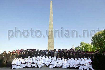 Учасники великодньої заупокійної літії за воїнами і жертвам Другої світової війни в Парку Вічної Слави, в Києві, 8 травня 2013 р.