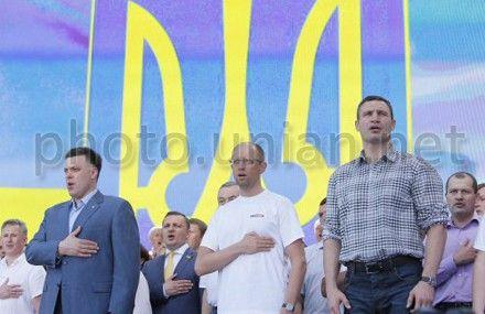 Арсений Яценюк, Виталий Кличко и Олег Тягнибок на митинге