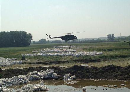 В Венгрии с наводнением борются военные / Фото: pesterlloyd.net