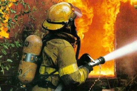 Пожарные пытаются локализовать пожар / Фото: stihi.ru