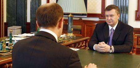 Яценюк предлагает, чтобы Янукович подписал принятые законы в стенах парламента