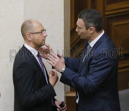 Яценюк каже, що сьогодні Рада не змінюватиме Конституцію