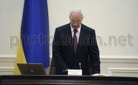 По мнению Азарова, контракт на закупку газа является «постоянным раздражителем»