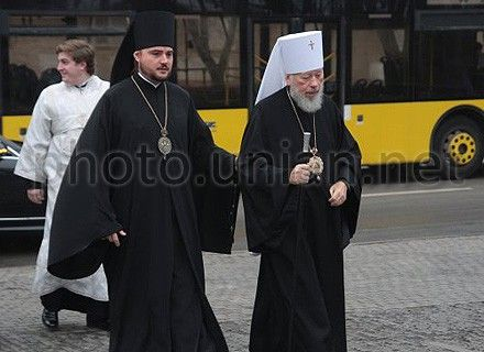 Скандал может быть использован для устранения окружение митрополита Владимира