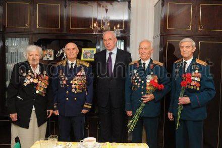 Прем єр міністр україни микола азаров