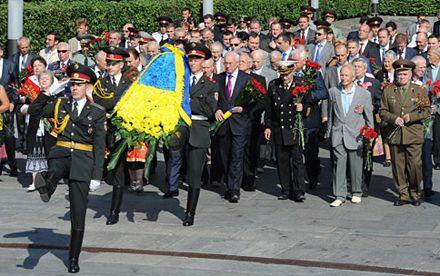 Украинцы чтят память жертв войны / Фото: Правительственный портал