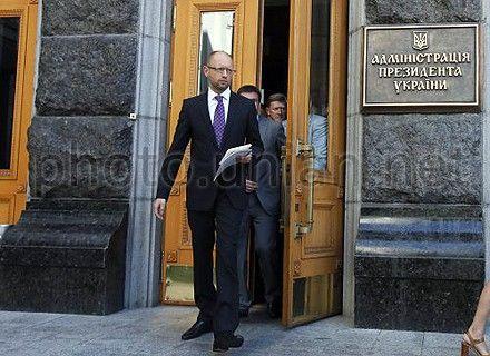 Яценюк верит, что президент позволит Тимошенко лечиться в Германии