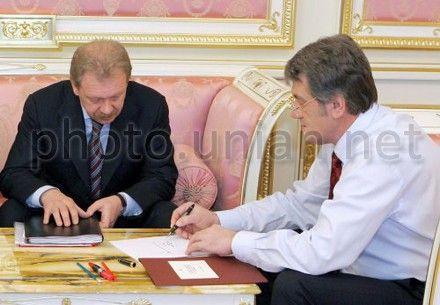 Власенко вважає що ющенко незаконно