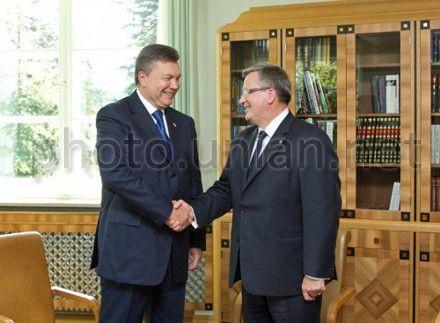 Коморовский может встретиться с Януковичем перед саммитом в Вильнюсе