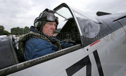 Французский летчик Майк Леон перед взлетом