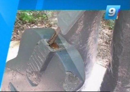 Вандалы сломали гитару на памятнике Высоцкому