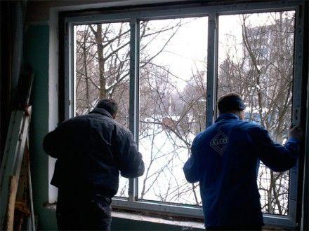 Мастера произведут хорошую изоляцию...  1)Зимой покупка и установка окон требует меньше денежных затрат.