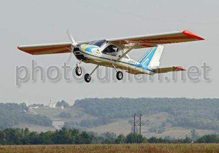 Легкомоторный самолет ХАЗ-30 в пгт Коротич (Харьковская обл.), 15 августа 2013 г.